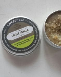 The Soap Corner Lip Exfoliator - Sweety Bee