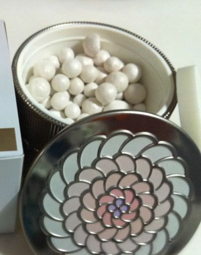 Guerlain Meteorites Light Revealing Pearls of Powder