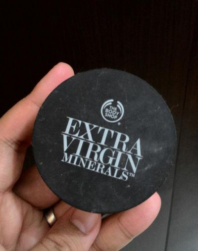 The Body Shop Extra Virgin Minerals Loose Powder Foundation SPF 25