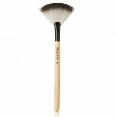 Oriflame Precision Fan Powder Brush (Kuas Kipas)